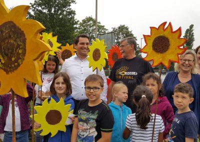 Holz-Sonnenblumen strahlen für Aichwald und GOLDGELB