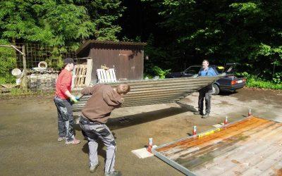 Die Entstehung 2013 – Materialcontainer-Aufbau am Ackerrand